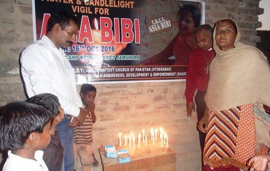 pakistani-christians-pray-for-asia-bibi-550x350