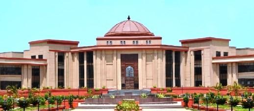 """Chhattisgarhin hovioikeus. Kristillisen järjestön mukaan oikeuden päätös on vain """"pieni helpotus"""". Kuva: highcourt.cg.gov.in"""