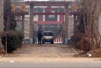 """""""Mustan vankilan"""" sisäänkäynti Henanin provinssissa. Kuva: China Aid"""