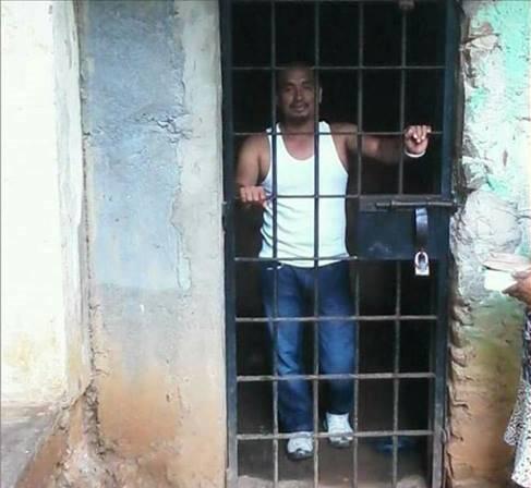 Lauro_under_arrest_487_x_448