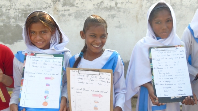 7-right-to-left-shakeela-and-her-classmat-are-happy-to-sloved-good-test-paper