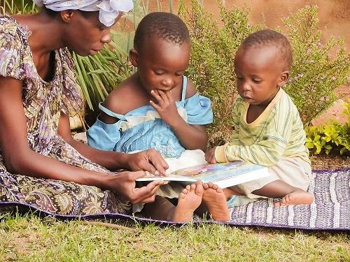 Olemme jakaneet Ugandassa tuhansia Raamattuja uskoville, joilla ei ennestään ollut omaa Raamattua.